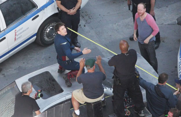 The Avengers - Chris Evans (Captain America) e Joss Whedon no set