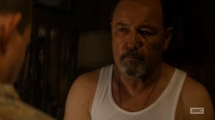 Daniel torturando soldado (Fear The Walking Dead - S01E05)