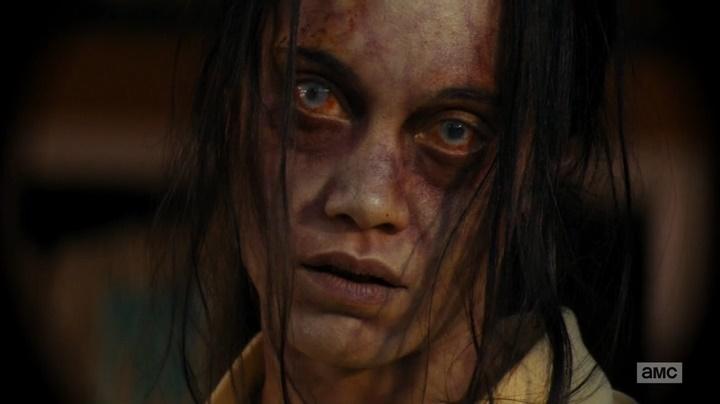 Kimberly zumbi (Fear The Walking Dead - S01E05)