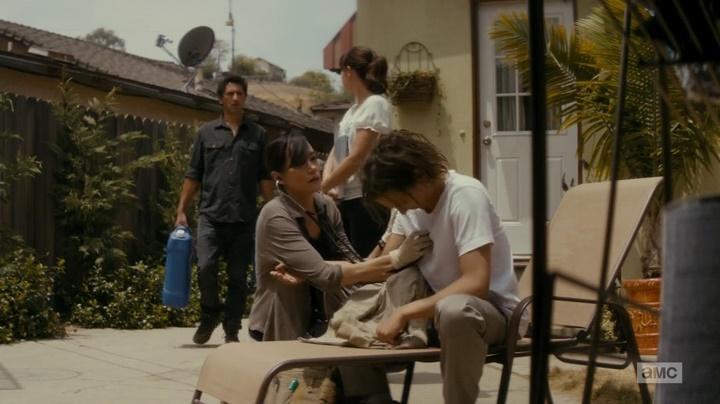 Travis cabreiro, Nick drogando, Liza cuidando e a Doutora descobrindo (Fear The Walking Dead - S01E04)