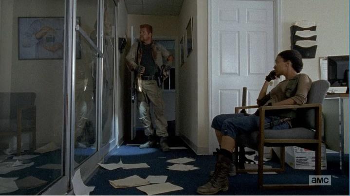 Abraham e Sasha de romancinho (The Walking Dead - S06E06)