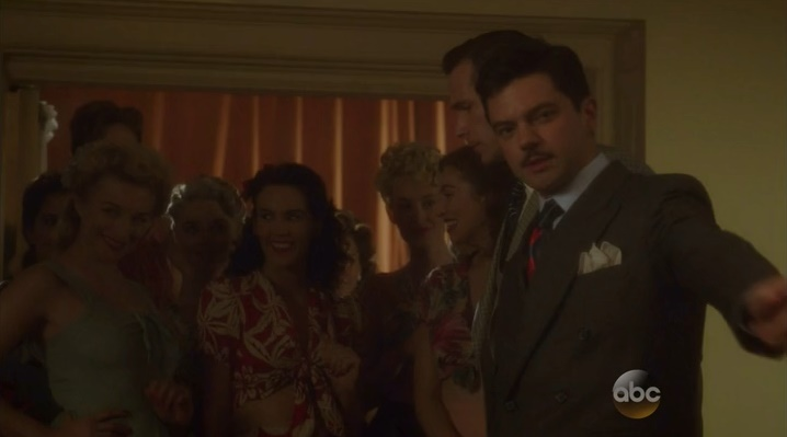 Howard e as garotas no Club Arena (Marvel´s Agent Carter - S02E03)